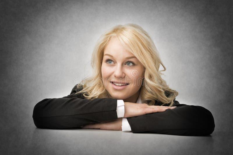 Mujer de negocios de Smililng imagen de archivo libre de regalías