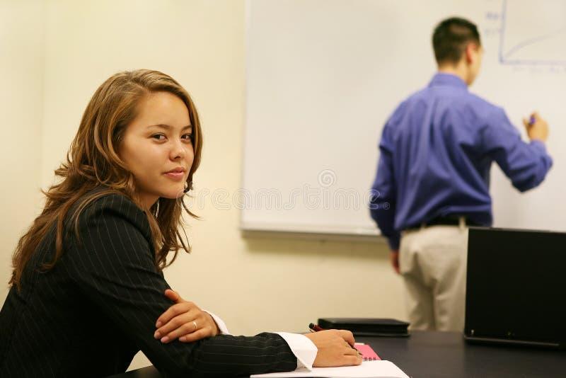 Mujer de negocios en la reunión imágenes de archivo libres de regalías