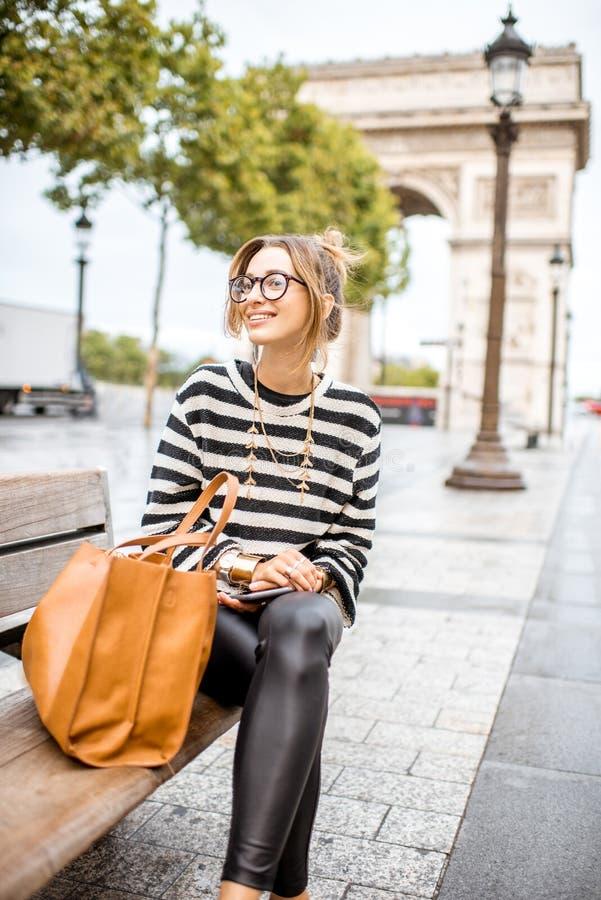 Mujer de negocios en París foto de archivo libre de regalías