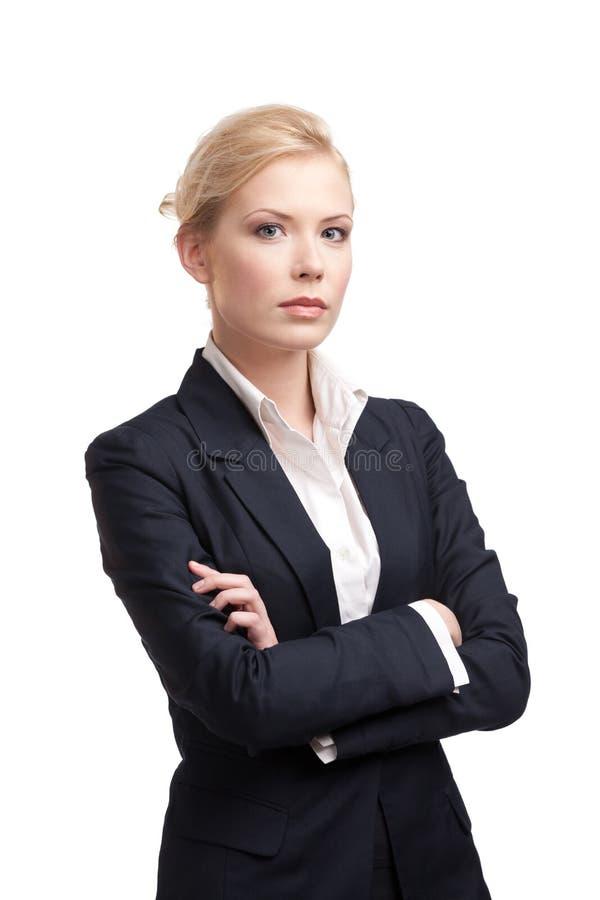 Mujer de negocios en un juego negro en el fondo blanco foto de archivo