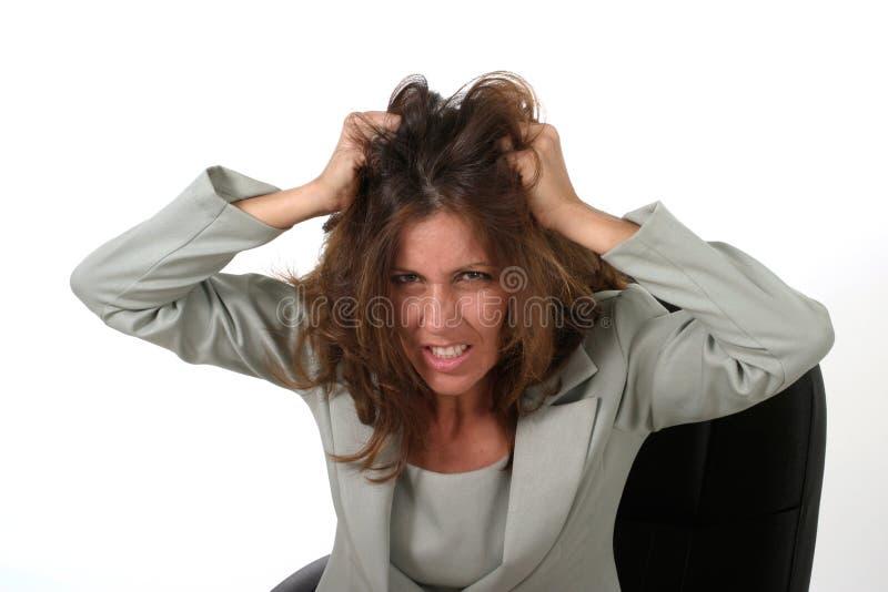 Mujer de negocios frustrada que saca su pelo 2 imagenes de archivo