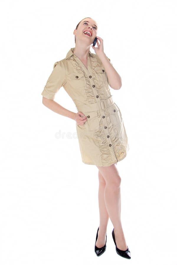 Mujer de negocios hermosa que habla en el teléfono móvil fotografía de archivo libre de regalías