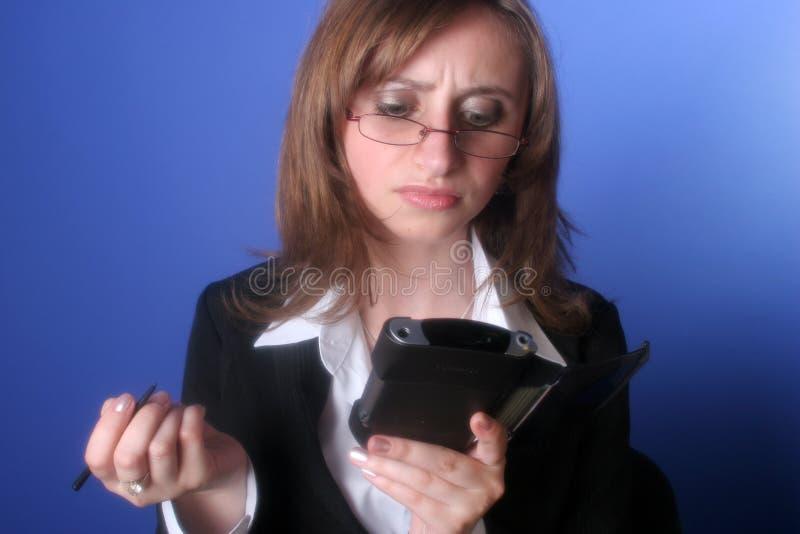 Mujer de negocios joven con una palma en sus manos fotografía de archivo libre de regalías
