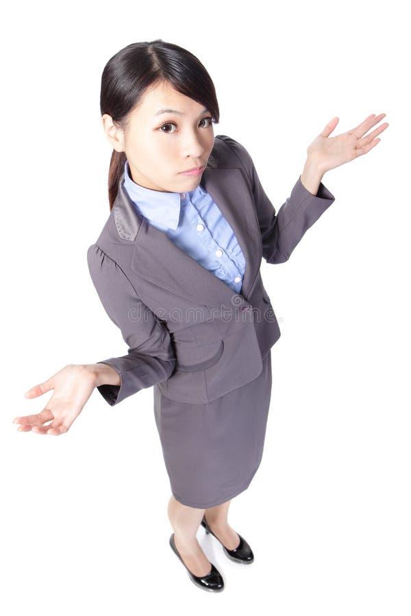 Mujer de negocios joven confusa foto de archivo