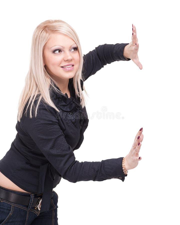Mujer de negocios joven feliz que muestra el espacio de la copia, aislado en blanco fotografía de archivo libre de regalías