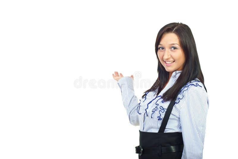 Mujer de negocios joven que hace la presentación imagenes de archivo
