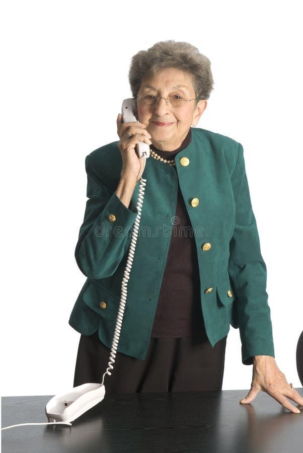 Mujer de negocios madura en el teléfono foto de archivo libre de regalías