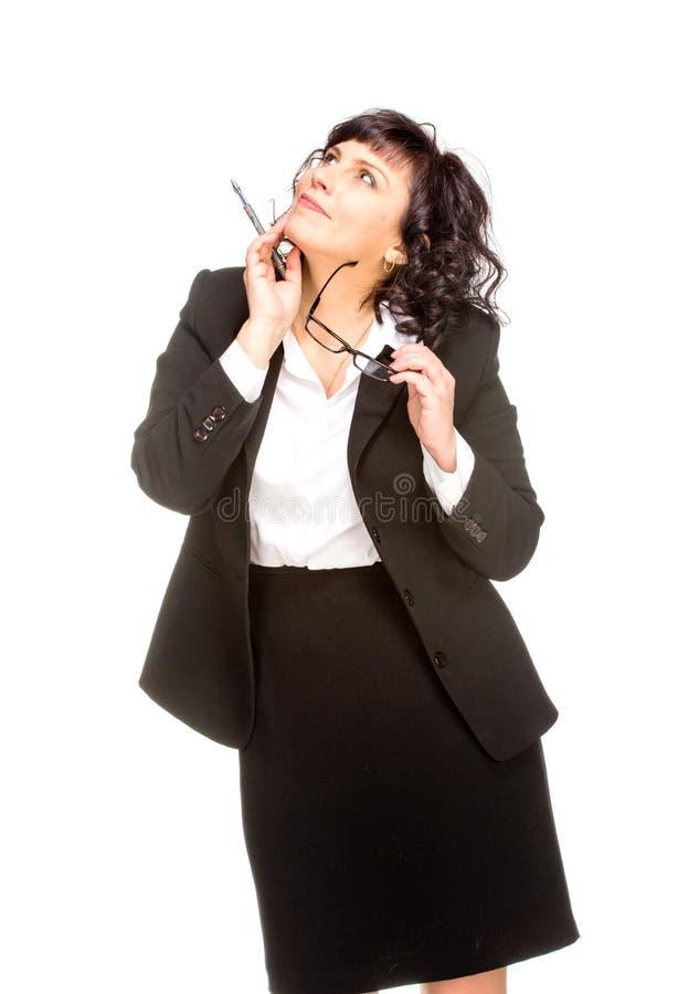 Mujer de negocios mayor alegre de pensamiento fotografía de archivo libre de regalías