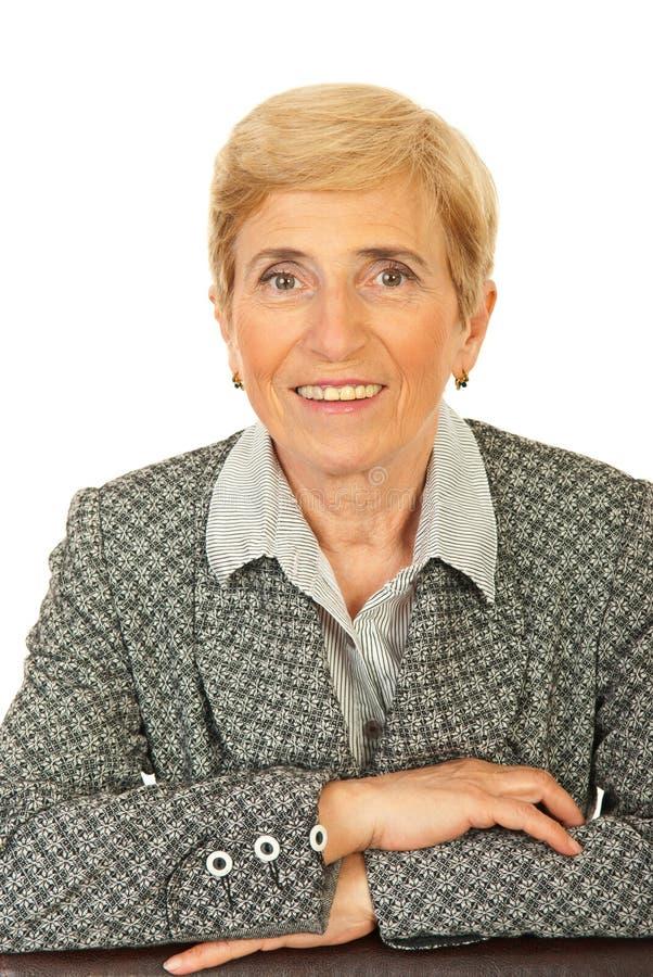 Mujer de negocios mayor cómoda foto de archivo libre de regalías