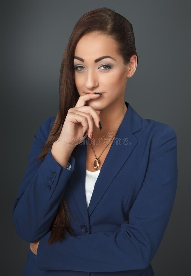 Mujer de negocios pensativa fotos de archivo