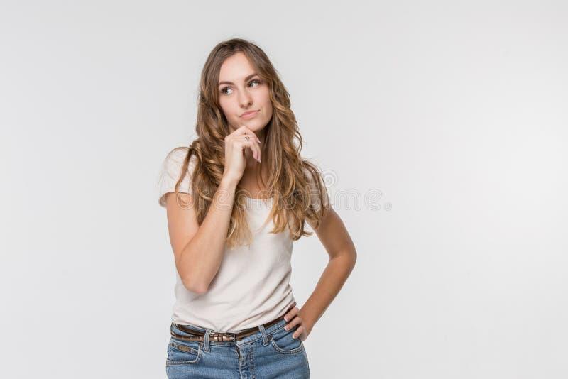Mujer de negocios pensativa seria joven Concepto de la duda imágenes de archivo libres de regalías