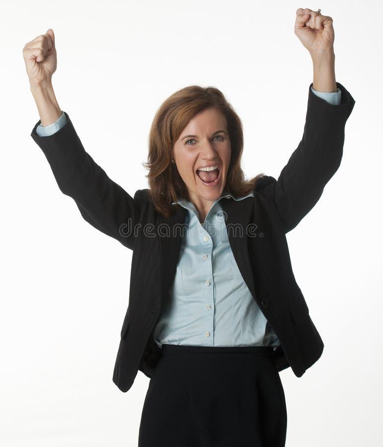 Mujer de negocios que anima su éxito foto de archivo