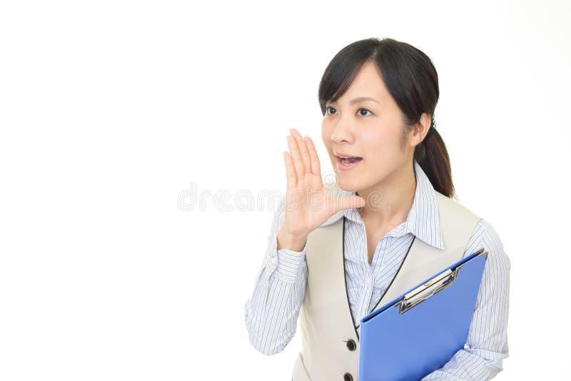 Mujer de negocios que est? animando imagen de archivo libre de regalías