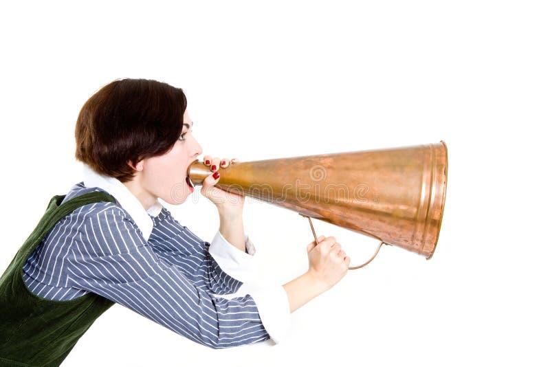 Mujer de negocios que grita en un megáfono imágenes de archivo libres de regalías