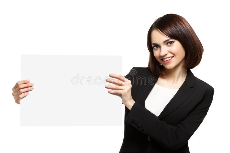 Mujer de negocios que lleva a cabo el cartel en blanco fotografía de archivo libre de regalías