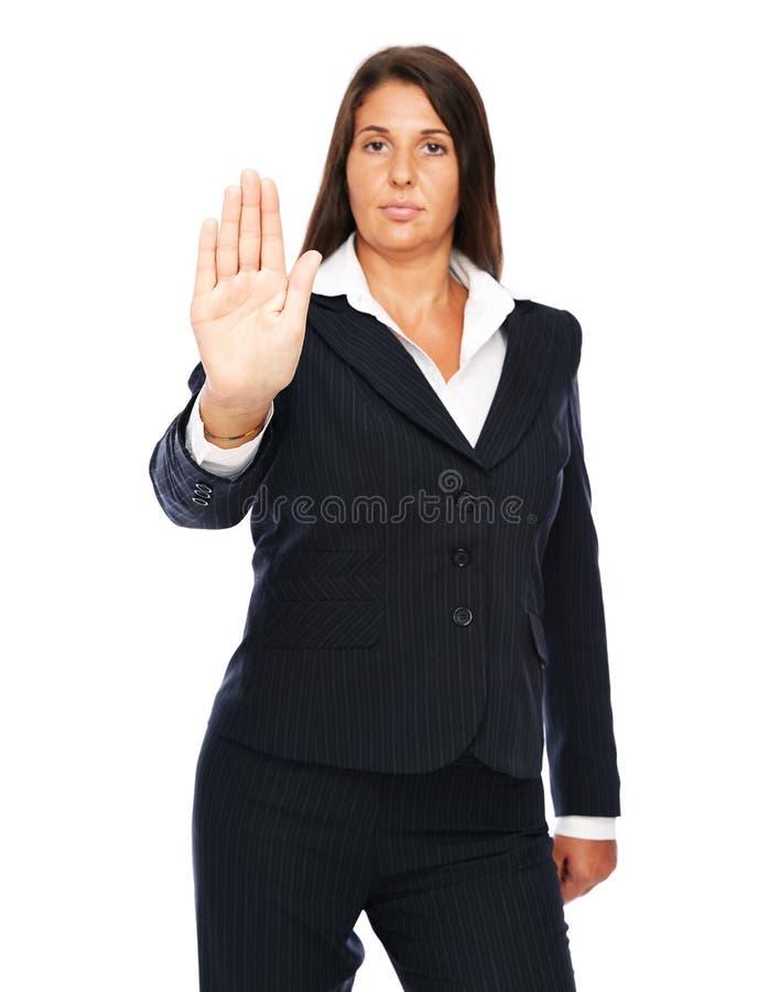 Mujer de negocios que muestra la muestra de la parada de la mano imagen de archivo