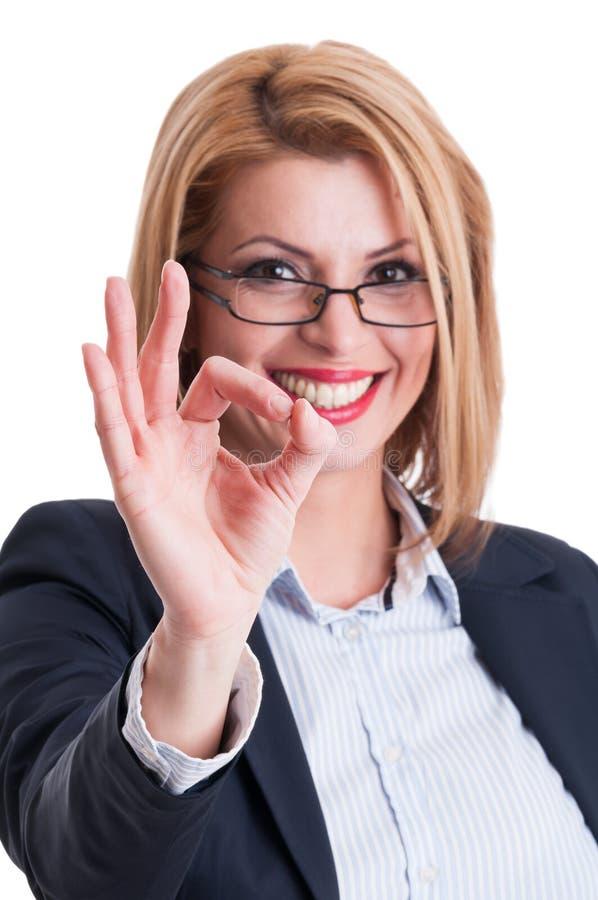 Mujer de negocios que muestra la muestra perfecta fotografía de archivo libre de regalías