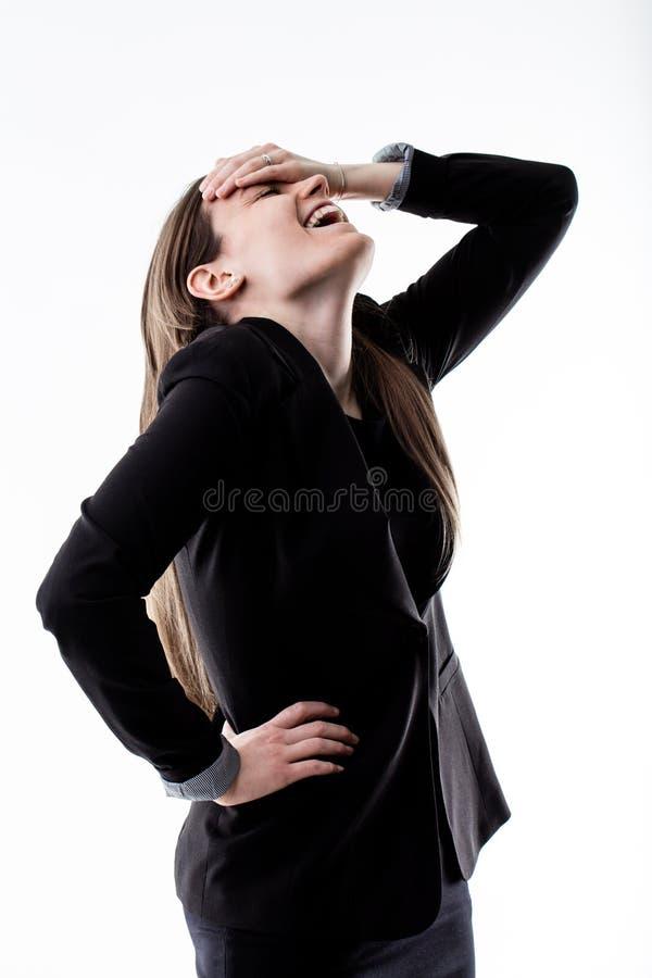 Mujer de negocios que ríe hacia fuera ruidosamente fotografía de archivo libre de regalías