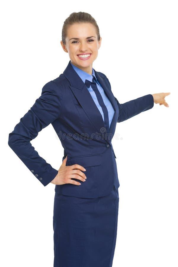 Mujer de negocios que señala detrás en espacio de la copia imagenes de archivo