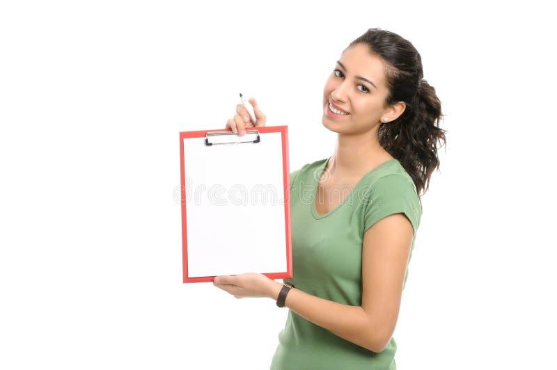 Mujer de negocios que sostiene el tablero en blanco imagenes de archivo