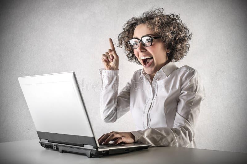 Mujer de negocios que tiene una idea imagen de archivo libre de regalías