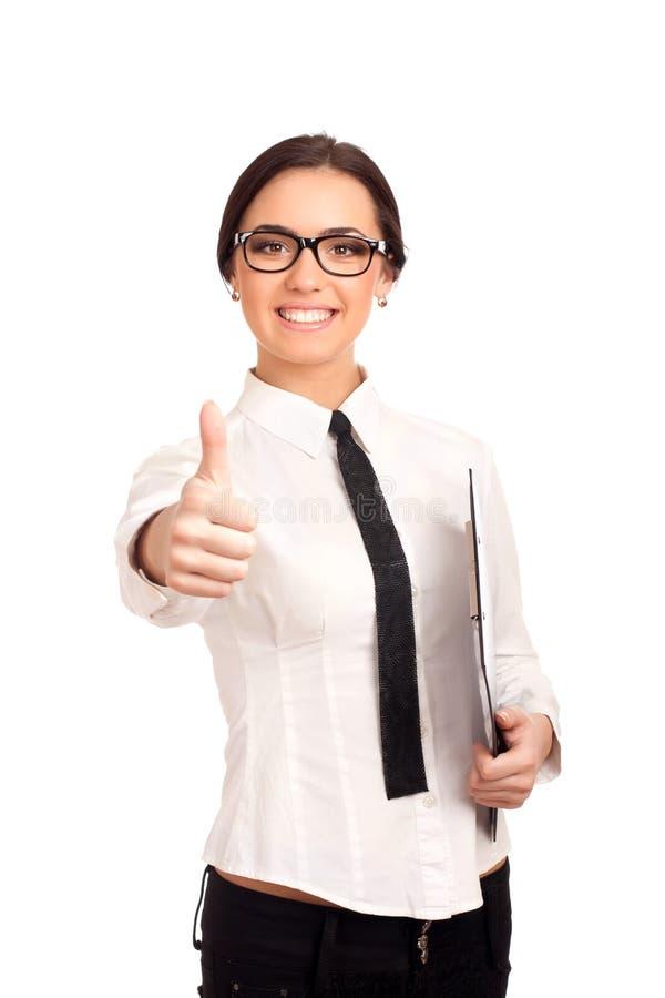 Mujer de negocios sonriente que sostiene el tablero imagen de archivo