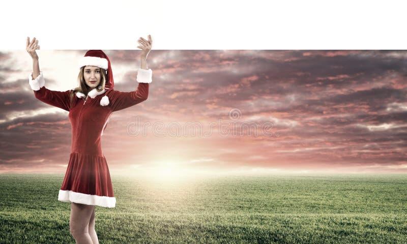 Mujer de Papá Noel con la bandera imagenes de archivo