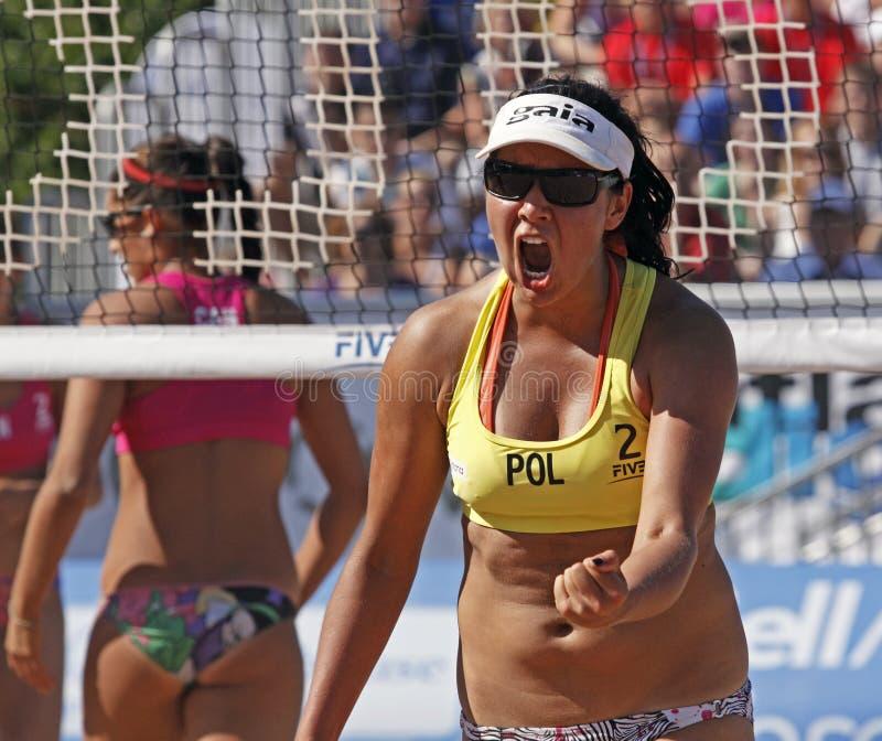 Mujer de Polonia del voleibol de la playa fotografía de archivo libre de regalías