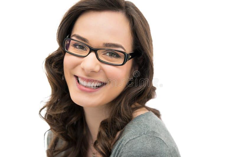 Mujer de risa con el espectáculo fotografía de archivo libre de regalías