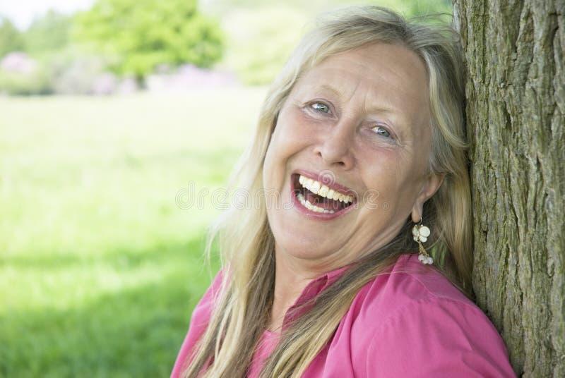 Mujer de risa feliz. fotografía de archivo libre de regalías
