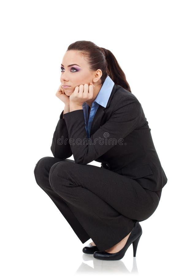 Mujer de Squating que mira para arriba imagen de archivo