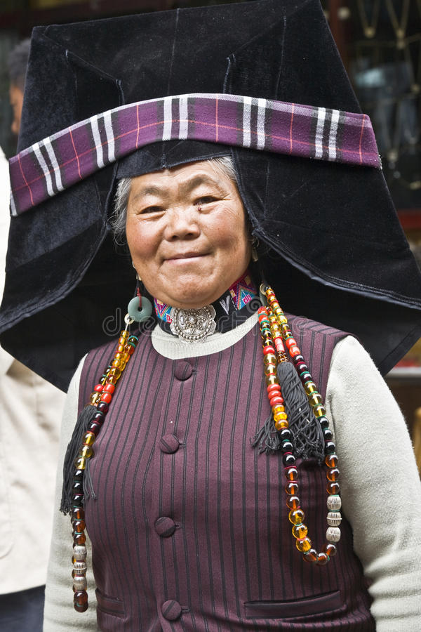 Mujer de Yi en Lijiang fotos de archivo libres de regalías