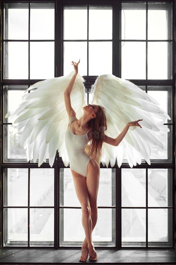 Mujer del ángel imagen de archivo