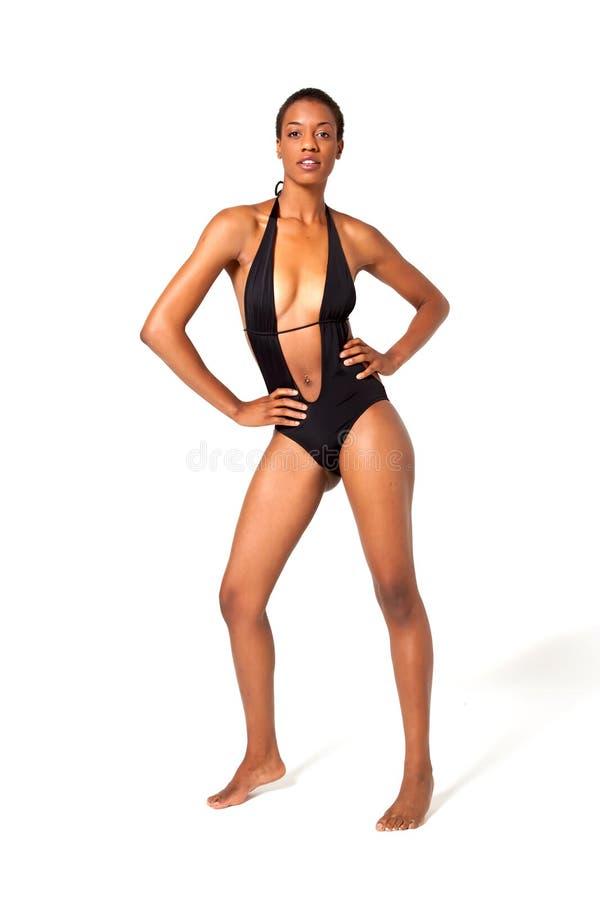 Mujer del afroamericano del pelo corto en traje de baño fotos de archivo libres de regalías