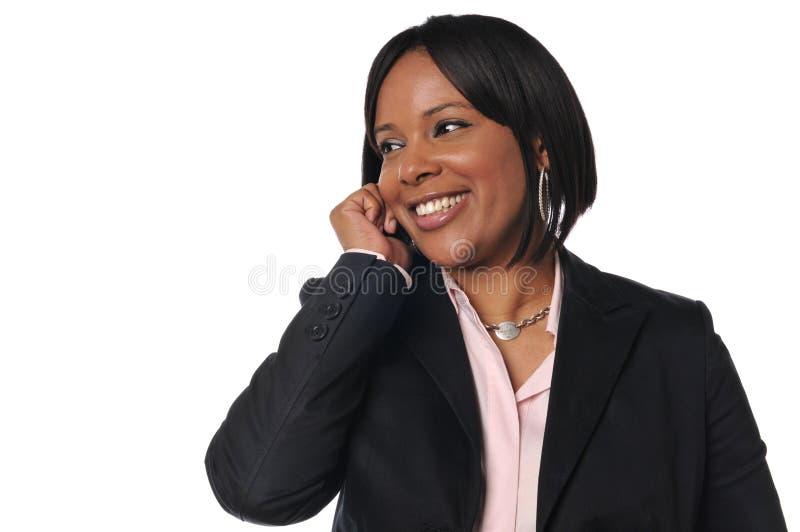 Mujer del afroamericano en el teléfono celular fotografía de archivo libre de regalías