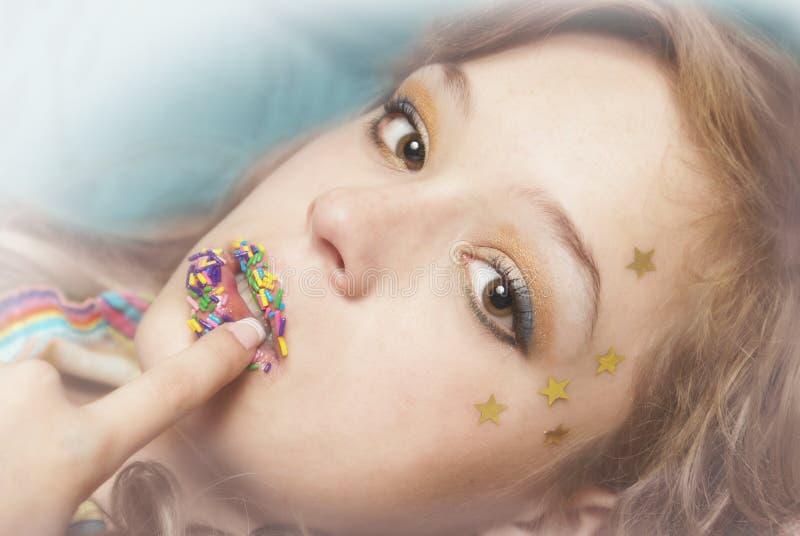 Mujer del agolpamiento del caramelo foto de archivo libre de regalías