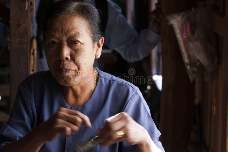 Mujer del asiático de Elederly. imagenes de archivo