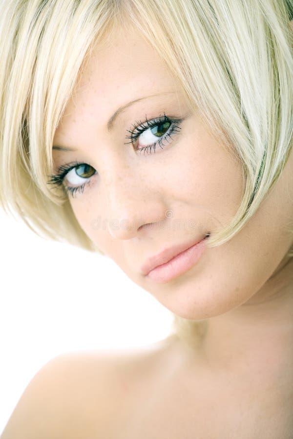 Mujer del blonde de la belleza del retrato del primer fotografía de archivo