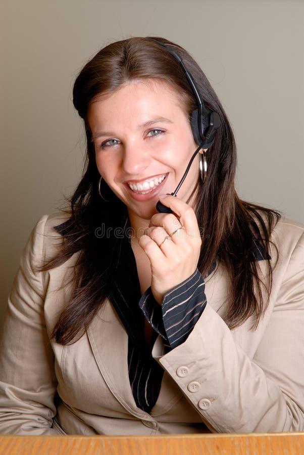 Mujer del centro de atención telefónica foto de archivo