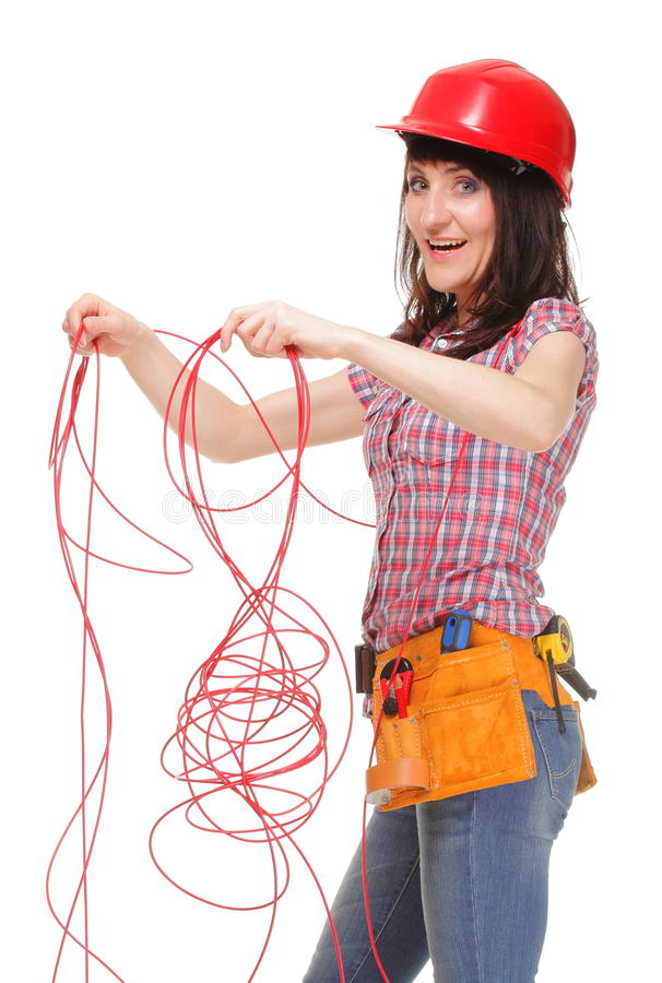 Mujer del constructor con el cable rojo enredado foto de archivo
