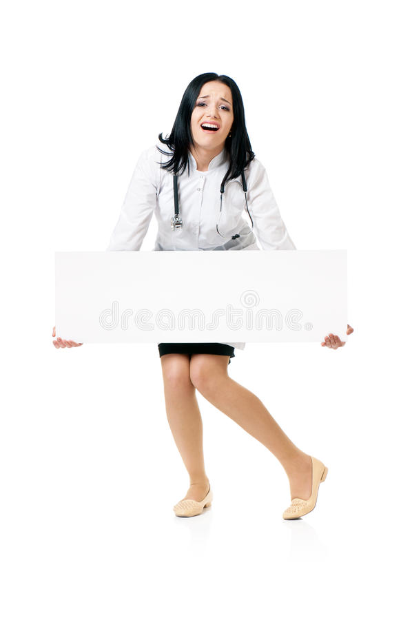Mujer del doctor con el tablero en blanco blanco fotografía de archivo