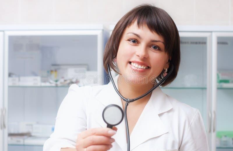 Mujer del doctor en la oficina fotografía de archivo libre de regalías