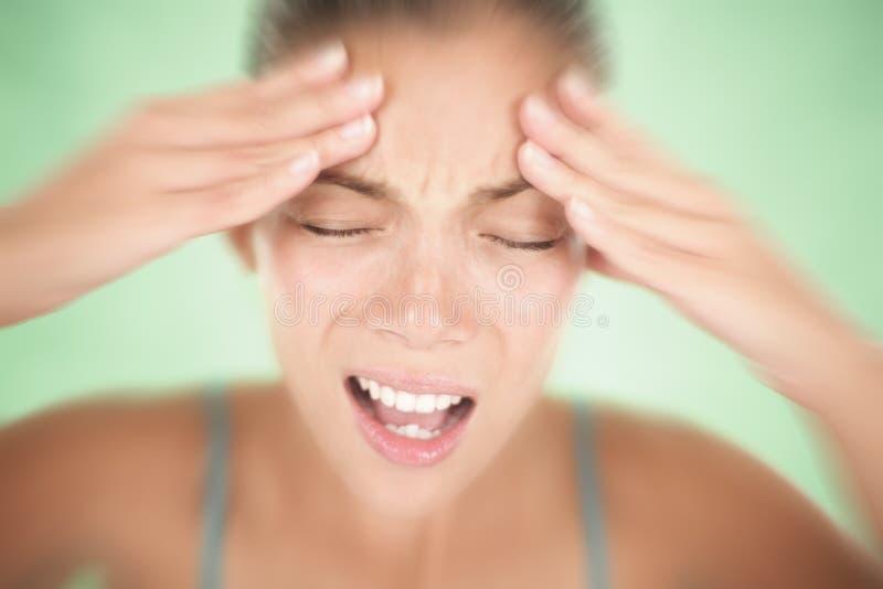 Mujer del dolor de cabeza imagen de archivo libre de regalías