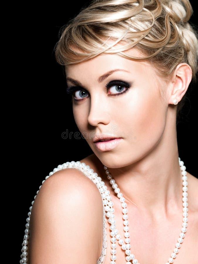 Download Mujer del encanto foto de archivo. Imagen de contraste - 14259890