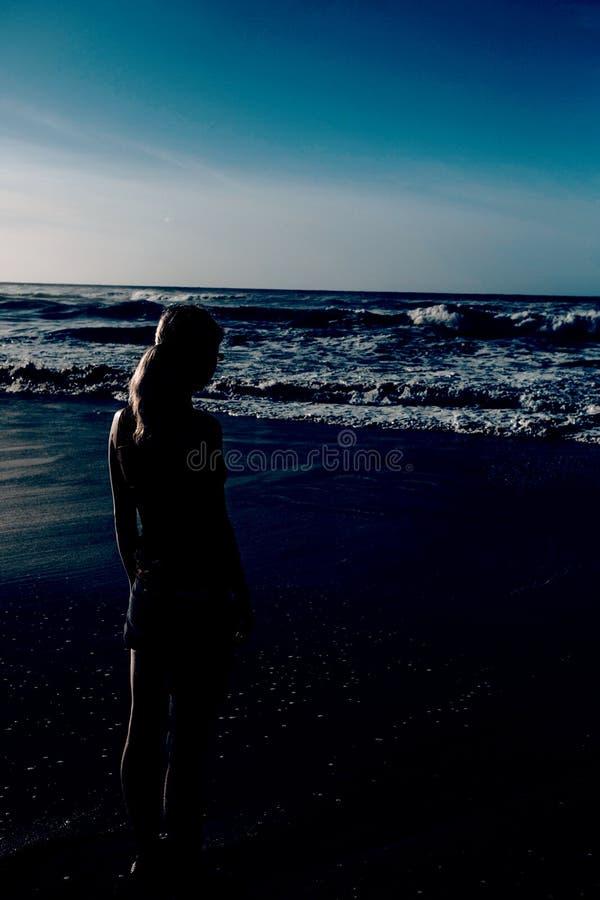 Download Mujer Del Entrenamiento En La Playa Foto de archivo - Imagen de ocio, ajuste: 42446322