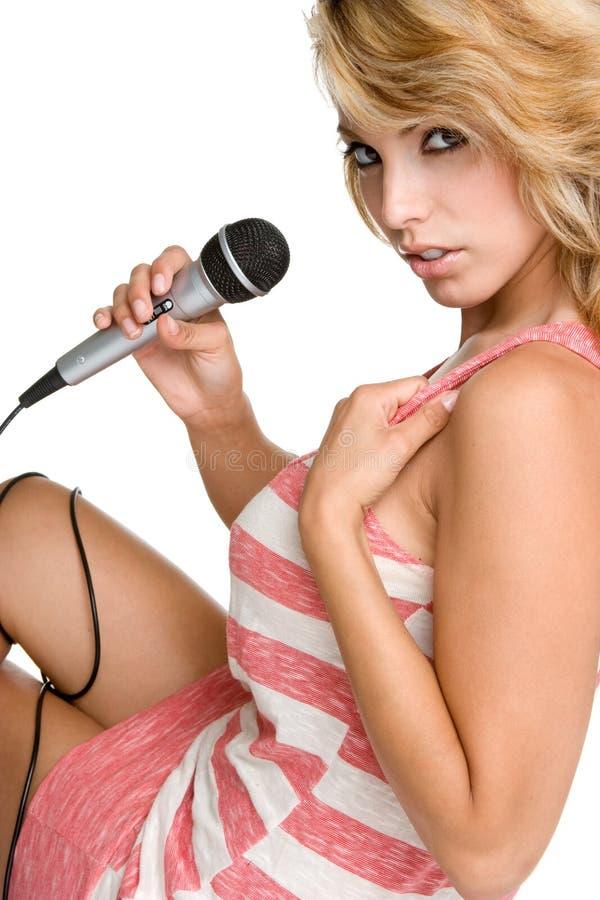 Mujer del Karaoke imágenes de archivo libres de regalías