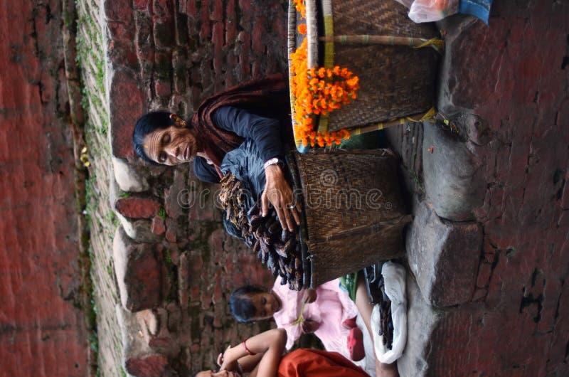 Mujer del Nepali en Katmandu foto de archivo libre de regalías