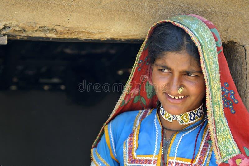 Mujer del pueblo de Rajasthani fotos de archivo