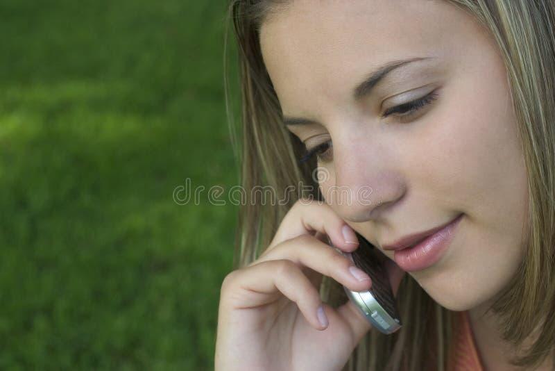 Download Mujer del teléfono imagen de archivo. Imagen de atractivo - 176601