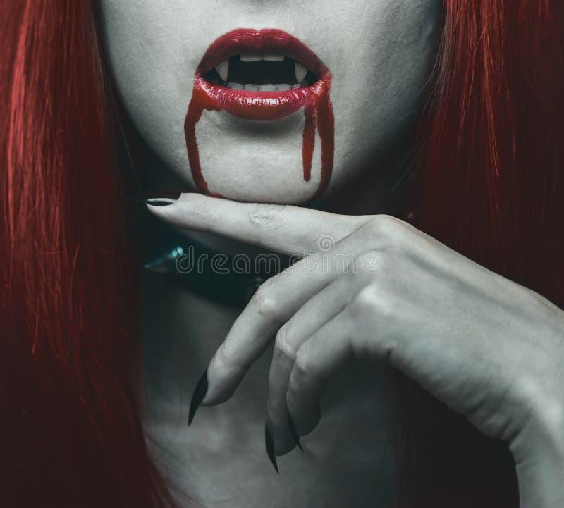 Mujer del vampiro en la sangre fotos de archivo libres de regalías